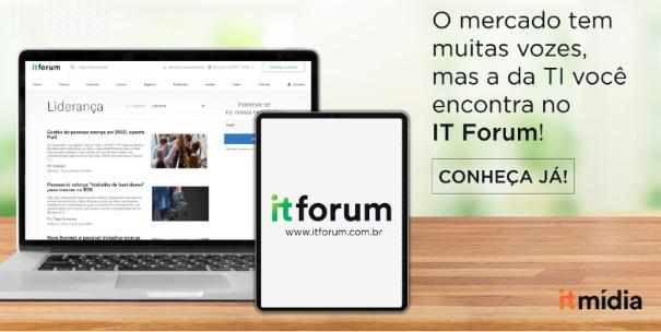 Notebook mostrando o site 'IT Forum'